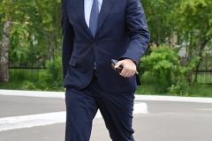 Москвин идёт на участок голосования