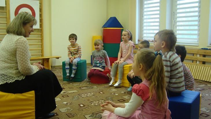 идет физической психолог в детском доме данной