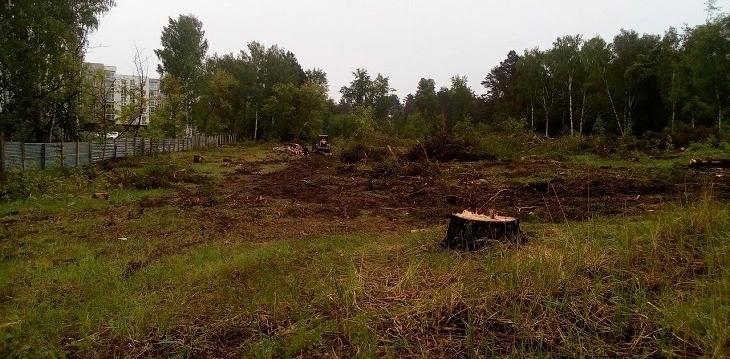 На улице Садовой расчищают землю под новые таунхаусы