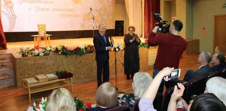 Глава города поздравил работников сферы культуры Сарова