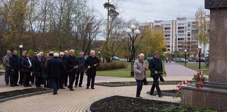 Сотрудники ВНИИЭФ почтили память Б.Г. Музрукова